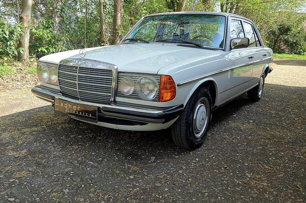 Wagner Classics Youngtimer Oldtimer Automobile - Mercedes 200 W123 mit Klimaanlage